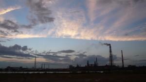 小倉北区末広から住友金属の工場群を望む